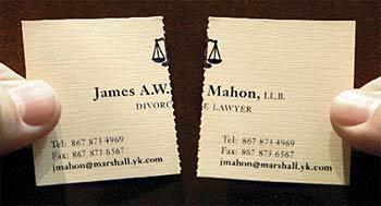 Tarjeta de un abogado especialista en divorcios