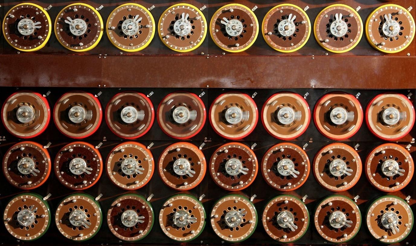 Máquina de Turing Bombe británica en funcionamiento en el Bletchley Park Museum